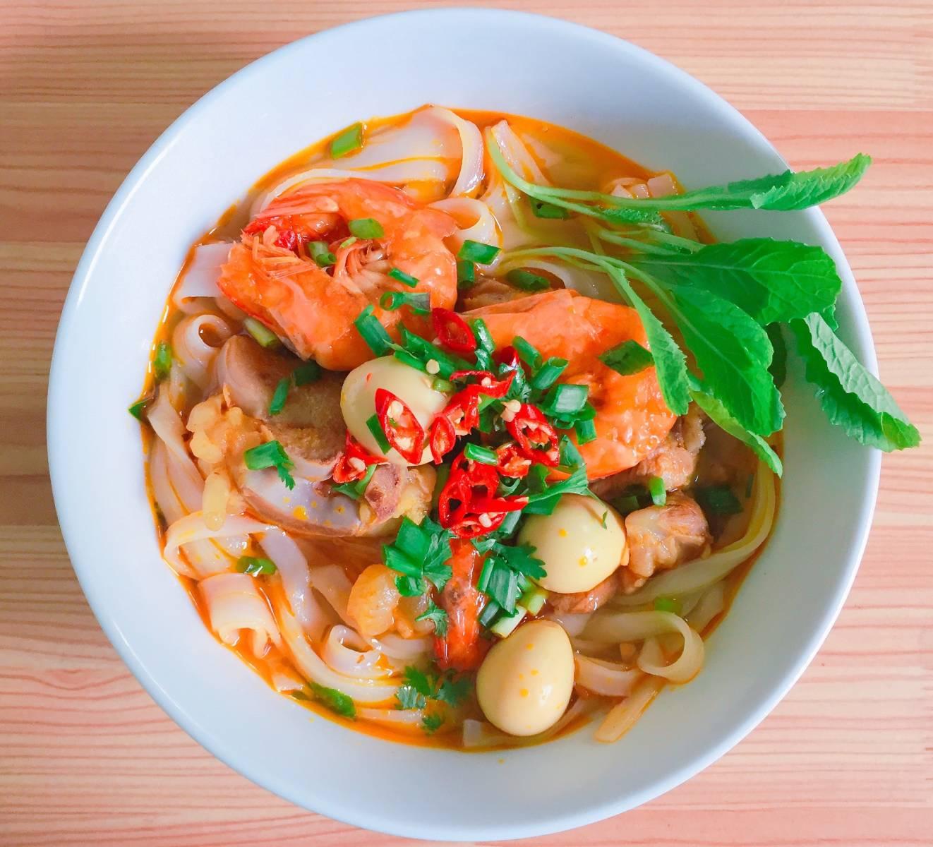 Nudlová polévka s krevetami