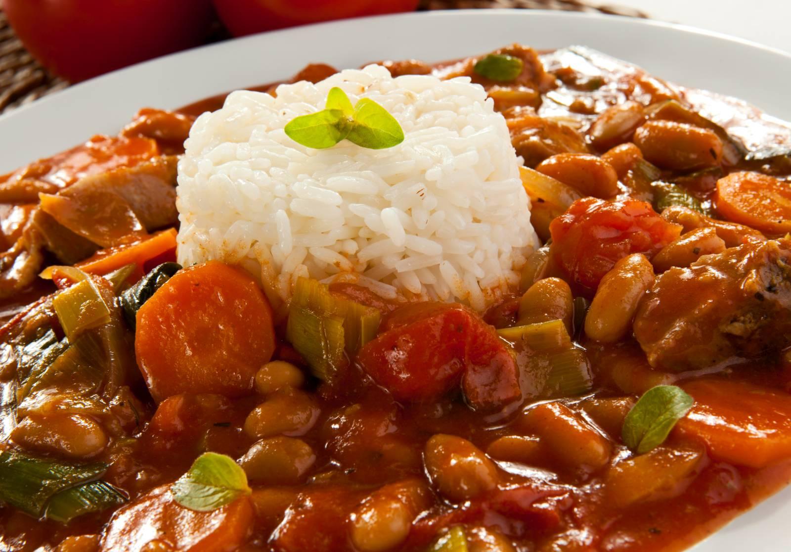 Fazolový guláš s rýží