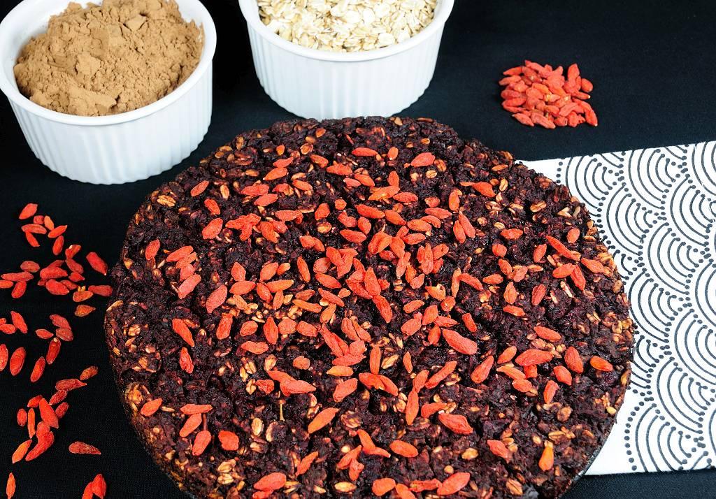 Ovesný koláč s červenou řepou