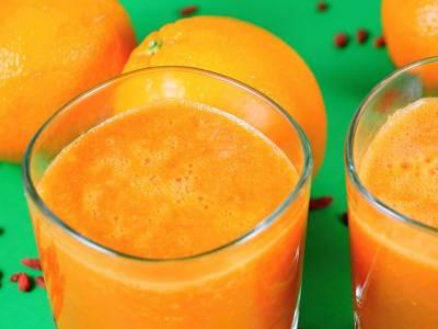 Pomerančové smoothie s mrkví a kustovnicí