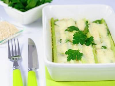 Zapečený řapíkatý celer s mozzarellou