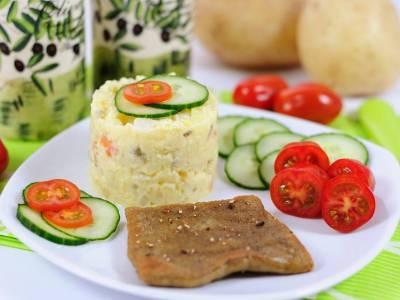 Robi řízek s bramborovým salátem