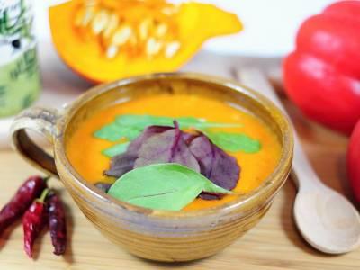 Pikantní paprikovo-dýňová polévka