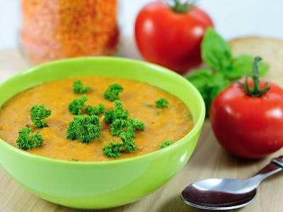 Tomatová polévka s červenou čočkou