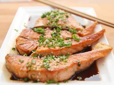 Grilovaný losos na sezamu