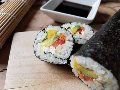 Sushi maki s avokádem