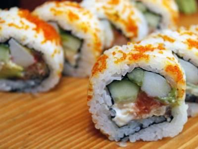 Sushi uramaki s kaviárem