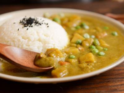 Kuřecí nudličky na kari s rýží