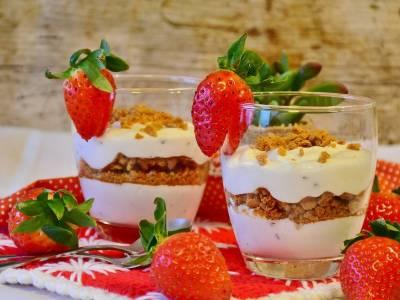 Jogurtový dezert s jahodami