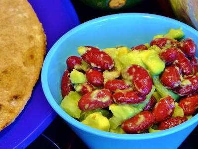 Avokádový salát s fazolemi