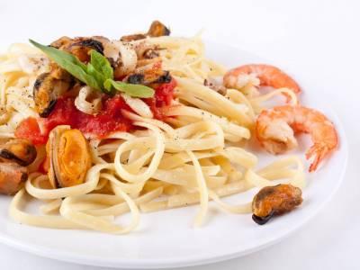 Těstoviny s mořskými plody a rajčatovou marinádou