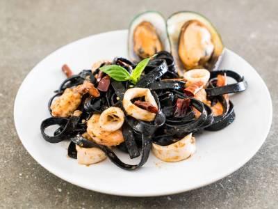 Sépiové těstoviny s mořskými plody