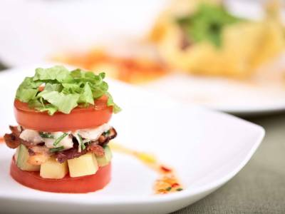 Plněné rajče se slaninou a avokádem