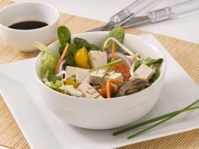 Tofu se salátem