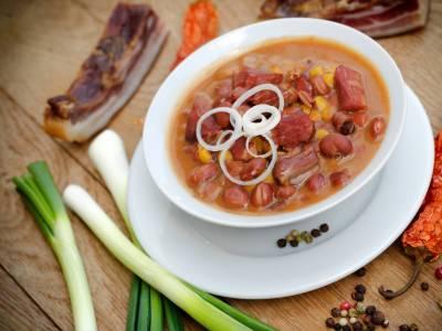 Fazolová polévka s uzeninou