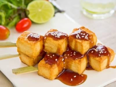 Barbecue tofu se salátem