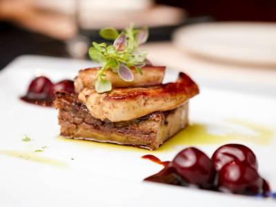 Foie gras s rumovými třešněmi