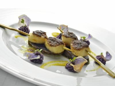 Špíz s křupavými hřebenatkami a bramborovým pyré