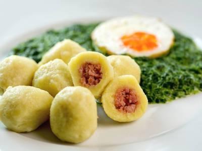 Masové bramborové knedlíky se špenátem