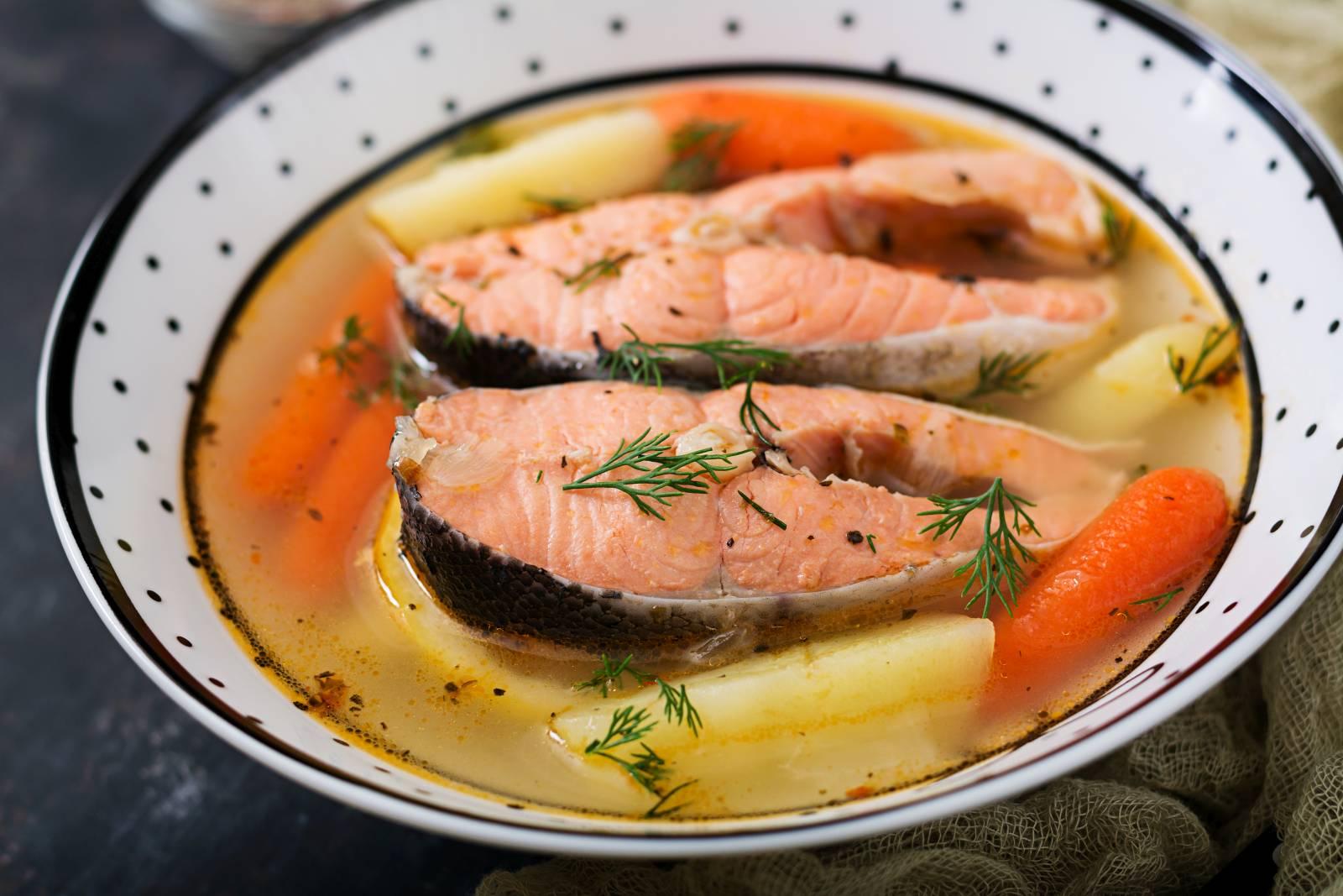 Lososová polévka s bramborem