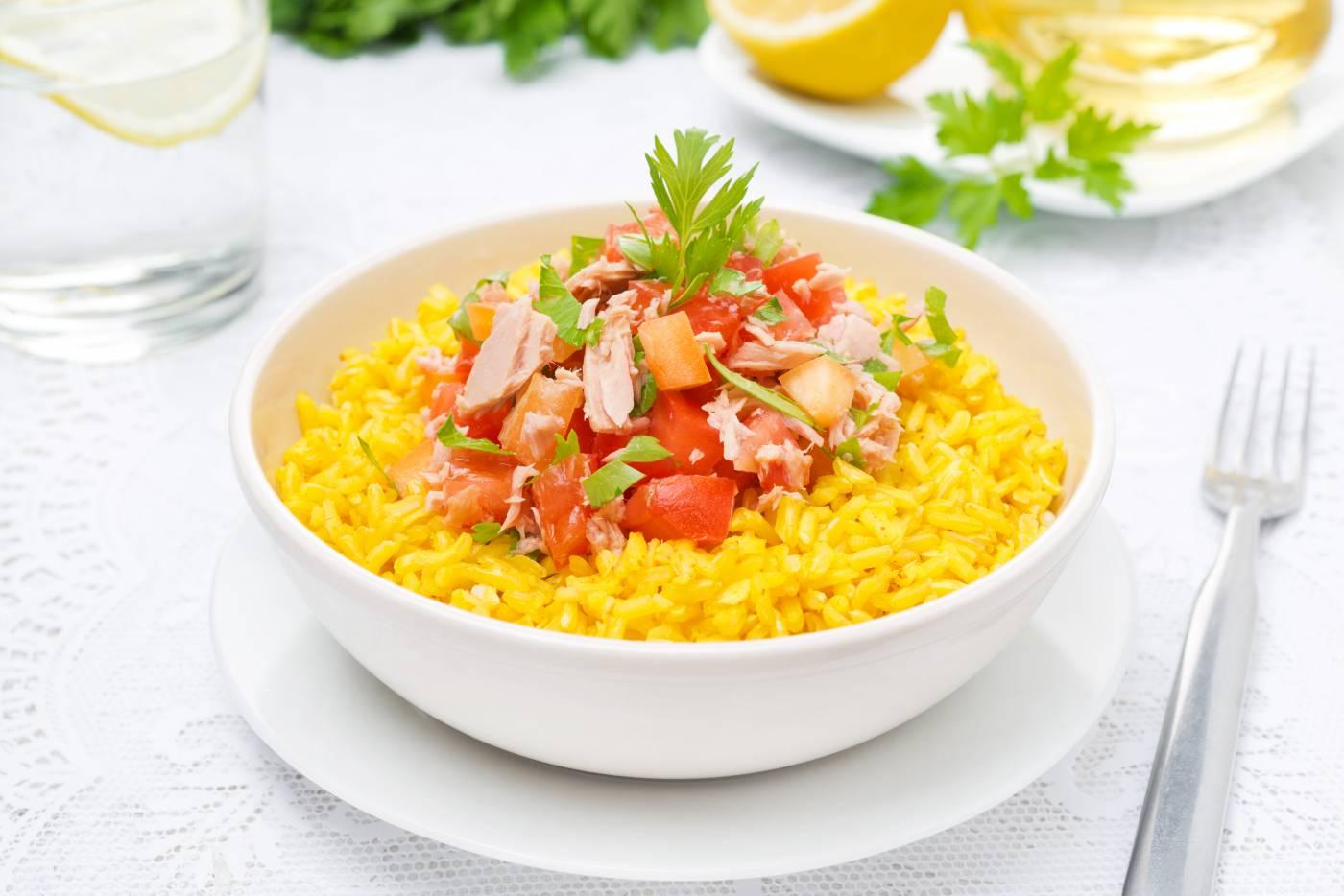 Kari rýže s rajčaty a tuňákem